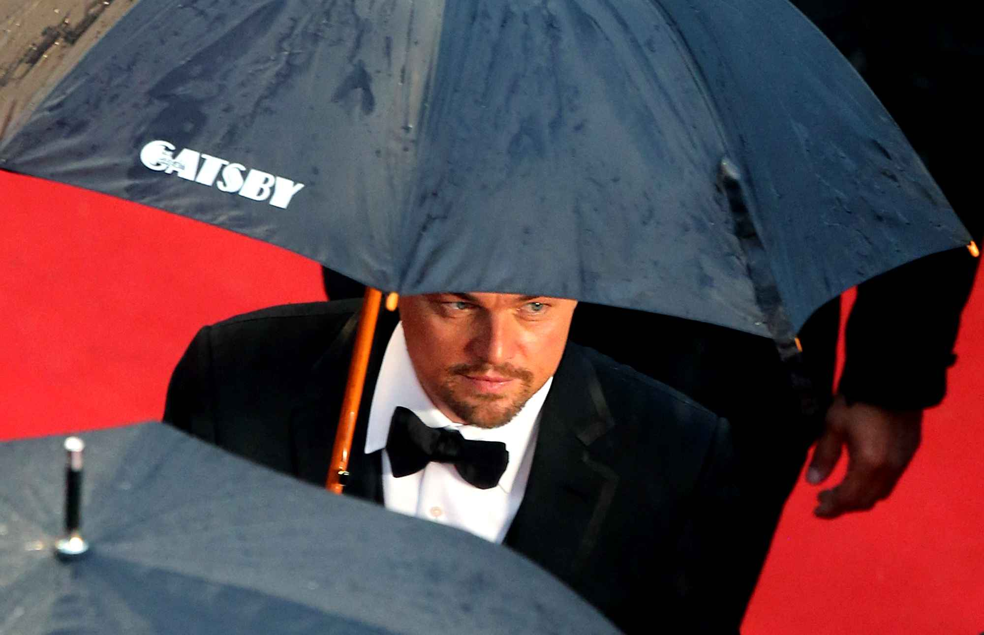 Di Caprio and his Gatsby personalized umbrella in Cannes
