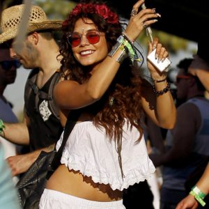 Coachella-2014-and-its-mythical-ID-wristbands-Vanessa-Hudgens (8)