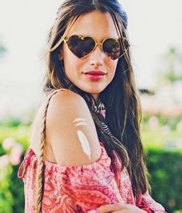 Alessandra-Ambrosio-s-golden-temporary-tattoos-10