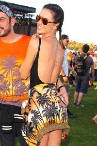 Alessandra-Ambrosio-s-golden-temporary-tattoos-6
