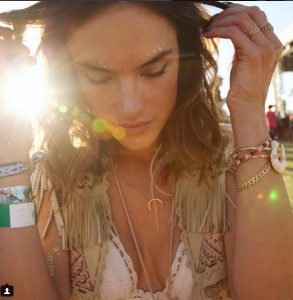 Alessandra-Ambrosio-s-golden-temporary-tattoos7
